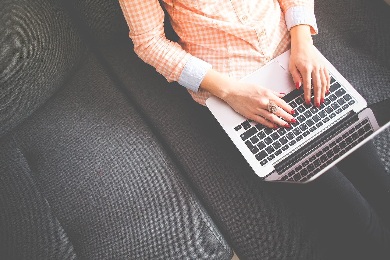 The Ultimate Beginner's Guide on How To Start A Blog That Makes Money in Five Easy Steps
